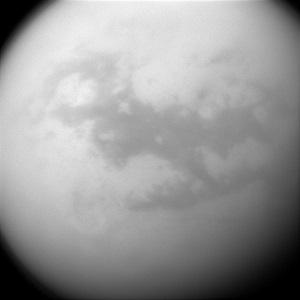 Titan-por Cassini-Manchas-oscuras-son-dunas-by ASAJPL