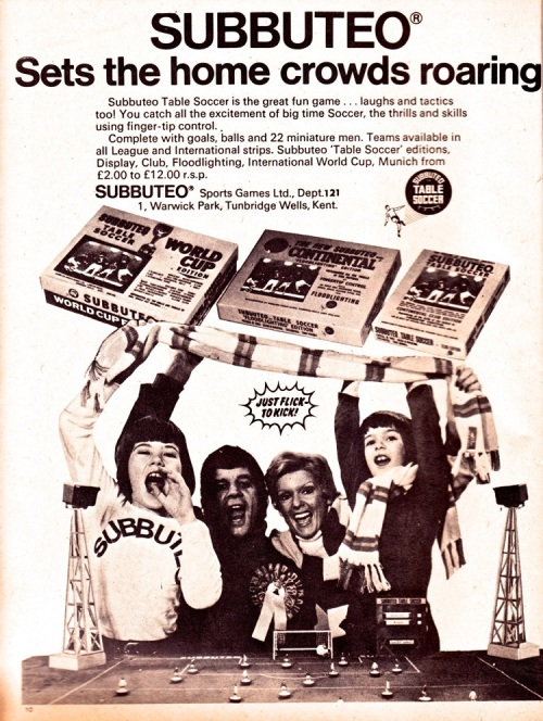 subbuteo-1974-crowds-roaring